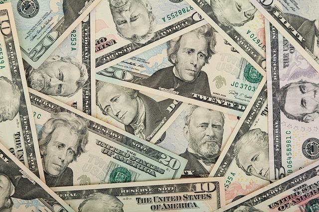 muži na penězích