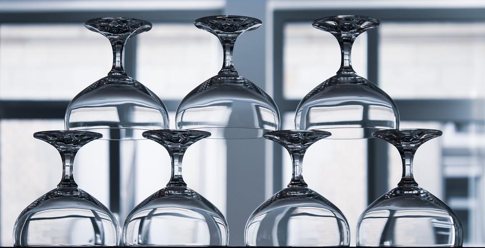průhledné skleničky
