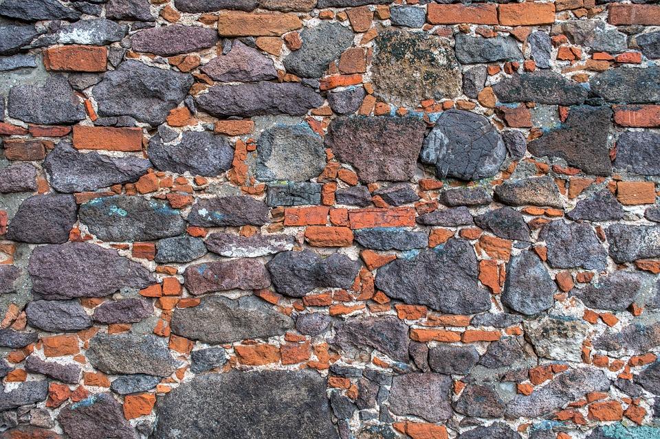 zeď z kamenů